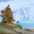 Cairn In Front Of Glacier, Ice Cave And Mountain — Stock Photo