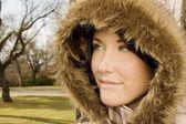 Vrouw in winter jas — Stockfoto