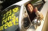 Young Adult Happy With First Car — ストック写真