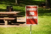 No Dumping Sign In The Park — Stock Photo