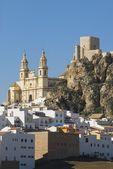 Church And 12Th Century Moorish Castle In Cádiz, Spain — Стоковое фото