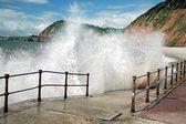Waves Crashing Against Walkway — Stock Photo