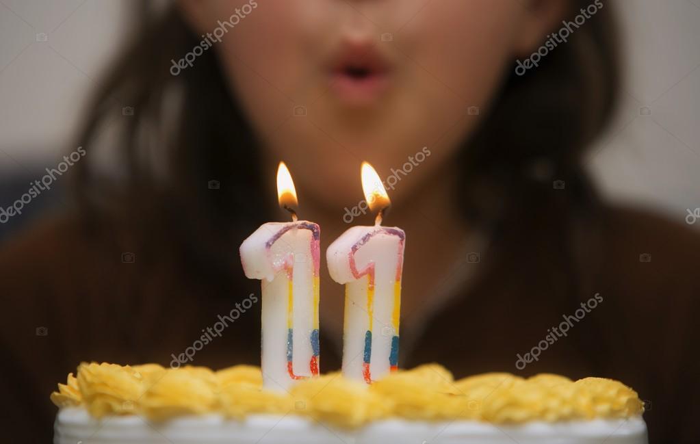Задувание свечи на торте фото