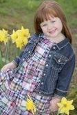 Little Girl With Daffodils — Stock Photo