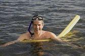 Man snorkeling in lake — Stock Photo