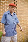 Человек, ходить с тростью — Стоковое фото