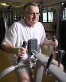 Man On A Workout Machine — Stock Photo