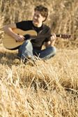 Man Playing Guitar In Field — Stock Photo