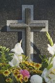 Flowers On Grave — Stock Photo