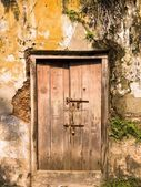 Old Door And Neglected Wall — Stock Photo