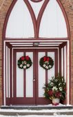 Church Doors Adorned With Christmas Decorations — Stock Photo