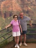 Happy Couple, Waimea Canyon State Park, Kauai, Hawaii — Stock Photo