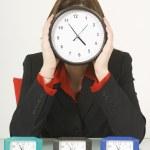Empresaria sosteniendo un reloj frente a su cara — Foto de Stock   #31933707
