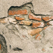 Broken Wall Revealing Bricks Beneath Cement Facing — Stockfoto