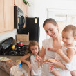 Mother Making A Sandwich For Her Girls — Stock Photo