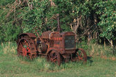 Old Rusted Tractor In Field — Stok fotoğraf