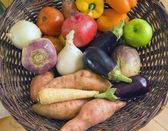 Mixed Fruit And Vegetables In A Basket — Stock Photo