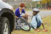 Woman Helping Cyclist After He Was Hit By A Car — Stock Photo