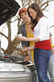 Two Women Checking The Oil On A Car — Stock Photo