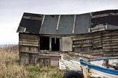 Dilapidated Boathouse And Boat, Beadnell, Northumberland, England — Stockfoto