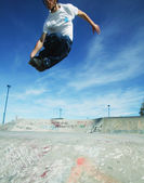 Jumping skater boy — Stock Photo