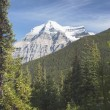 Mount Robson, Mount Robson Provincial Park, British Columbia, Canada — Stock Photo