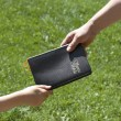 Sharing A Spanish Bible — Stock Photo