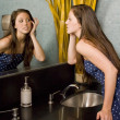 Young Woman Looking At Herself In A Bathroom Mirror — Lizenzfreies Foto