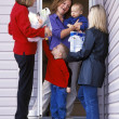Group Of Women Friends Chatting On The Doorstep — Stock Photo