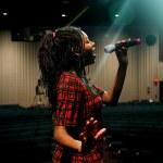 Teenage Girl Singing — Stock Photo