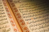 Arabic Writing In The Holy Book Of Islam — 图库照片