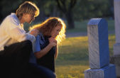 Visiting A Grave — Stock Photo