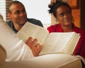 изучение библии на дому — Стоковое фото