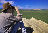 Hiker With Binoculars On Cliff Edge — Stock Photo