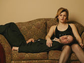 Couple Hang Out On The Sofa — Stock Photo