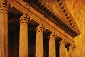 Columns And Fascia Of Greek Or Roman Style Building — Stock Photo