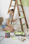 Vrouw schilderij muur — Stockfoto