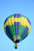 Hot air balloon in blue sky — Stock Photo