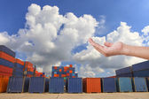 Hand against the containers in the dock — 图库照片
