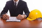 Engineer signs documents — Stockfoto