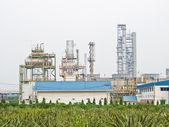 Gas fabrik på ananas gård bakgrund — Stockfoto
