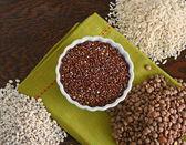 碗的大米、 扁豆和大麦与红藜 — 图库照片