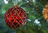 Rött och guld jul prydnad — Stockfoto