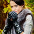 The beautiful girl in the autumn forest — Lizenzfreies Foto