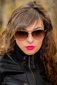 Young girl wearing sunglasses — Stock Photo
