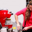 Girl  making cappuccino  — Stock fotografie