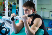 Man working out on exercise machine — Stock Photo