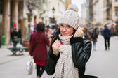 Woman in winter hat and scarf — Stock Photo
