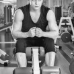 Sporty man in gym — Stock Photo