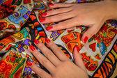 Kırmızı manikür ile eller — Stok fotoğraf
